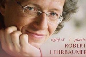 Nghệ sĩ dương cầm Robert Lehrbaumer biểu diễn tại Việt Nam