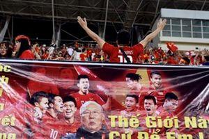 Truyền thông châu Á choáng vì CĐV Việt Nam tại SVĐQG Lào