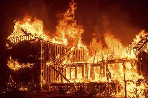 Hãi hùng cảnh cháy rừng ở California, 30.000 người sơ tán