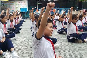 Học sinh hào hứng với bài tập thể dục trên nền nhạc võ