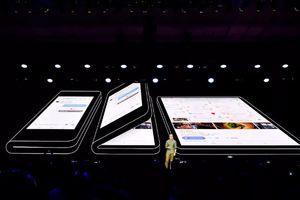 Samsung trình diễn smartphone màn hình gập lại được