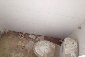 Ác mộng nhà vệ sinh trường học: 'Khổ lắm, nói mãi'