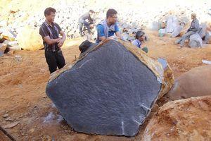 Phát hiện mỏ khai thác đá trái phép núp sau vườn sao su