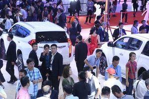 Cao điểm mùa xe, thị trường 'đứt mạch' giảm giá, người Việt chịu mua xe đắt