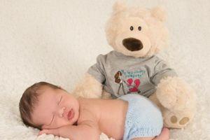 4 tư thế ngủ của trẻ khiến bố mẹ 'phát điên' nhưng lại chứng minh trí thông minh hơn người