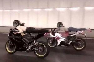 Thót tim xem 2 thiếu nữ nằm rạp trên yên mô tô lao vun vút qua hầm