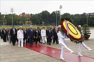 Chủ tịch Cuba Miguel Díaz-Canel vào Lăng viếng Chủ tịch Hồ Chí Minh