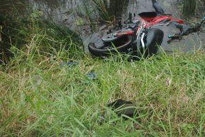 Đã tìm thấy chủ nhân chiếc xe máy hư hỏng nặng nằm dưới vuông tôm
