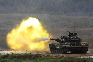 Xe tăng T-90S Iraq phóng tên lửa qua nòng pháo