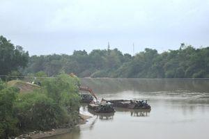 Quảng Nam: 'Cát tặc' hoành hành trên sông Vu Gia 'nuốt' trôi đất của dân