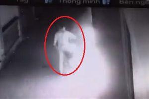 Hà Nội: Nửa đêm dùng xăng đốt nhà người khác