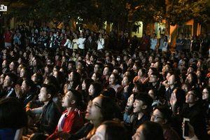 Mới trận khai mạc nhưng ĐH Kinh tế Quốc dân đã tổ chức trực tiếp AFF Cup siêu hoành tráng cho sinh viên