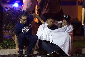 Nhân chứng kể phút nghi phạm xả súng quán bar Mỹ, 12 người chết