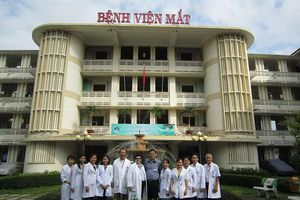16 bác sĩ Bệnh viện Mắt TPHCM nhận danh hiệu thầy thuốc nhân dân