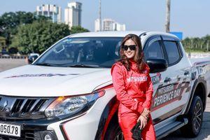Hé lộ 'người hùng' sau màn drift xe 'cháy đường' của Leona Chin