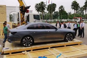 Mẫu sedan VinFast Lux A 2.0 bất ngờ xuất hiện tại Hà Nội