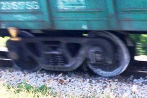 Tàu hỏa trật bánh khỏi đường ray, đường sắt Bắc-Nam ùn tắc nhiều giờ