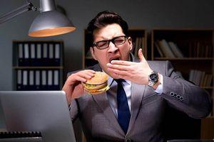 Nguy hiểm khôn lường từ việc ăn tối muộn