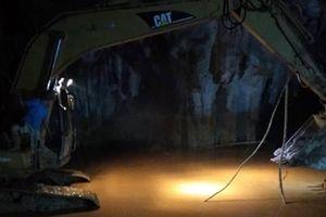 Diễn biến mới nhất cuộc tìm kiếm, giải cứu 2 nạn nhân mắc kẹt trong hang Cột Cờ