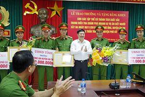 Trao thưởng thành tích điều tra làm rõ 2 vụ án giết người ở Hưng Yên