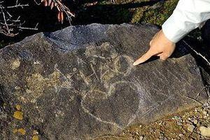 Phiến đá Nhật ghi chữ 'A Hào' và câu chuyện văn hóa du lịch