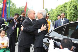 Lãnh đạo Việt Nam gửi điện, thư chúc mừng 65 năm quốc khánh Campuchia