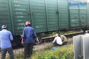 Tàu hỏa bị trật bánh, đường sắt qua Quảng Ngãi ách tắc gần 6 giờ