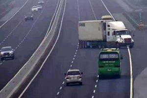 Ngang nhiên và liều lĩnh lái xe container đi ngược chiều tại nút giao Quốc lộ 10