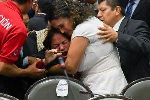 Đang họp Quốc hội, nữ nghị sĩ Mexico nhận tin 'sét đánh'