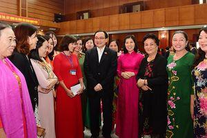 Bí thư Thành ủy Hà Nội đối thoại với đại biểu phụ nữ Thủ đô: Nóng vấn đề quản lý đô thị