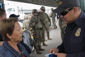 Ông Trump ra sắc lệnh chặn đoàn người di cư Trung Mỹ