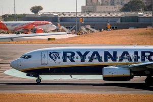 Pháp cấm Ryanair trước giờ cất cánh, 149 hành khách phải đổi chuyến