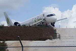 Máy bay va chạm khi hạ cánh khẩn cấp ở Guyana, 10 người bị thương