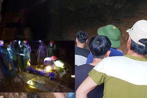Tìm thấy 1 nạn nhân trong vụ 2 người mắc kẹt trong hầm vàng ở Hòa Bình