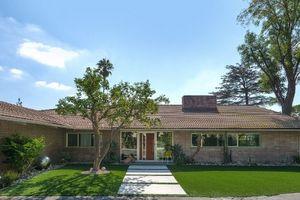 Tuổi đời hơn nửa thế kỷ, ngôi nhà vẫn đẹp như mới, giá triệu đô