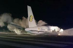 Canada: Boeing chở 126 người tóe khói trên đường băng