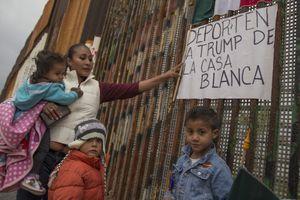 Tổng thống Trump cấm người nhập cư sang biên giới Mỹ bất hợp pháp xin tị nạn