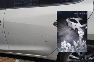 Ô tô đậu trước nhà liên tục bị cào xước, chủ xe lắp camera theo dõi, phát hiện điều bất ngờ
