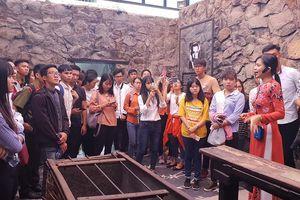 Ngày hoạt động đáng nhớ của 65 sinh viên về dự 'Nâng bước thủ khoa'