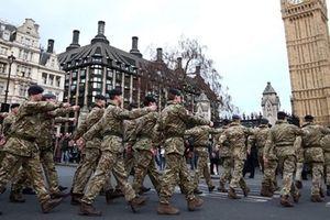Tuyển mộ cả người ngoại quốc vào quân đội