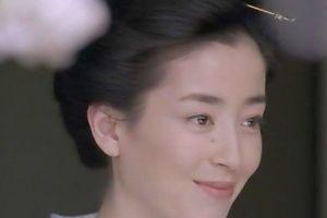 'Ngọc nữ' Nhật Bản: Bị mẹ ruột bắt chụp ảnh khỏa thân, ép đi khách