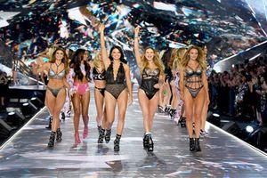 Clip: Chiêm ngưỡng khoảnh khắc ấn tượng của các siêu mẫu trong show Victoria's Secret 2018
