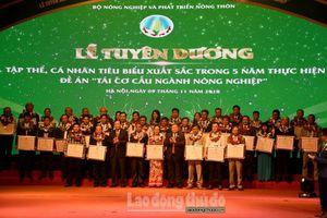 45 tập thể, cá nhân tiêu biểu nhận giải thưởng 'Bông lúa vàng Việt Nam' lần thứ III