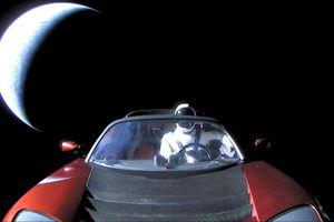 Chiếc xe mui trần mà Elon Musk đã gửi vào vũ trụ giờ ra sao?