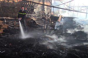 Bình Dương: 'Bà hỏa' ghé thăm công ty sản xuất đồ gỗ
