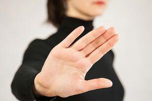 Chỉ cần nhìn ngón tay út, biết ngay cuộc sống hôn nhân của bạn