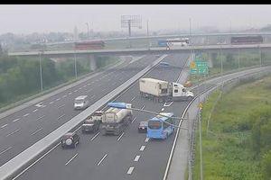 Tài xế container quay ngược chiều trên cao tốc đối diện mức phạt nào?