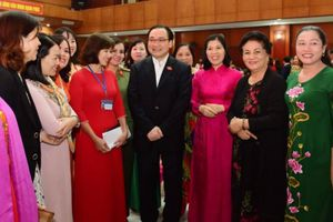 Bí thư Thành ủy Hoàng Trung Hải đối thoại với đại biểu phụ nữ Thủ đô
