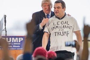 Nghị sĩ đảng Dân chủ lại 'tố' ông Trump vi hiến