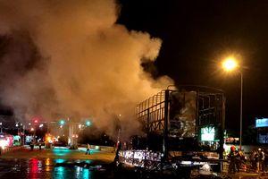 Ô tô tải bốc cháy khi đang vận hành trên đường